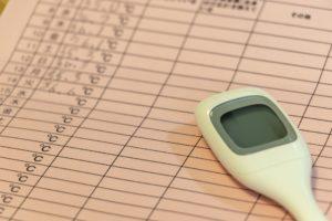 体温計と記録表